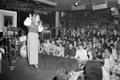 11 Mar 1972 --- Roslyn Kind Singing at Continental Baths --- Image by © Bettmann/CORBIS