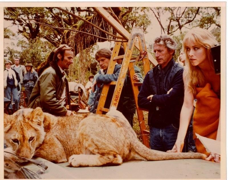 Sheena - cena dos bastidores - leão