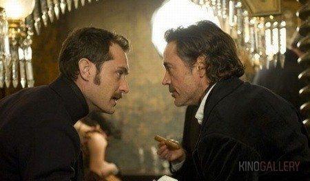 Sherlock e Watson no filme.