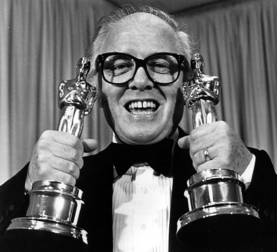 Richard Attenborough aux Oscars en 1982 (UPI Photo/Susan Ragan/Files)