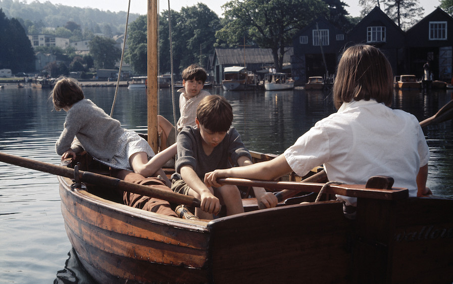 Swallows and Amazons / Hirondelles et amazones (1974)