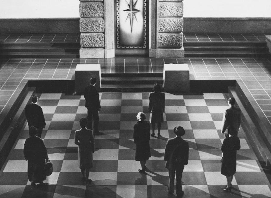 They Came to a City (1944) réalisé par Basil Dearden d'après JB Priestley