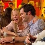 Amy Schumer y Bill Hader Protagonizan el Primer Trailer Oficial de la Nueva Comedia de Judd Apatow, 'Trainwreck'