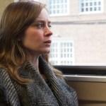 Emily Blunt Pierde su Cordura en Nuevo Trailer de 'The Girl on the Train'