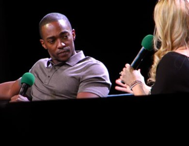 Anthony-Mackie-ECCC-2015-listening