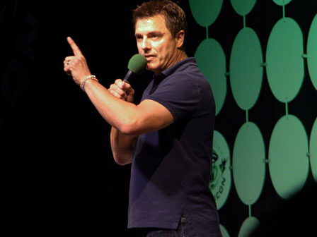 John-Barrowman-ECCC-2015-pointing