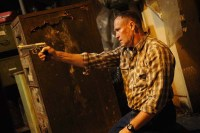 Michael Rooker dans Cell 213 (2011)