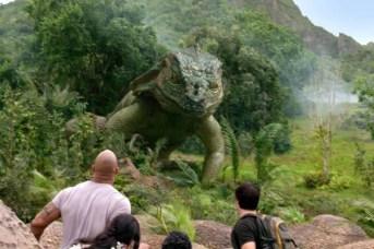 Dwayne Johnson, Vanessa Hudgens, et Josh Hutcherson dans Voyage au centre de la Terre 2: L'île mystérieuse (2012)