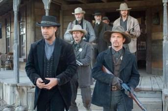 Russell Crowe, Christian Bale, Peter Fonda, Luce Rains, Lennie Loftin, et Chad Brummett dans 3:10 to Yuma (2007)