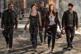 Milla Jovovich, Ali Larter, Fraser James, William Levy, et Eoin Macken dans Resident Evil: The Final Chapter (2016)