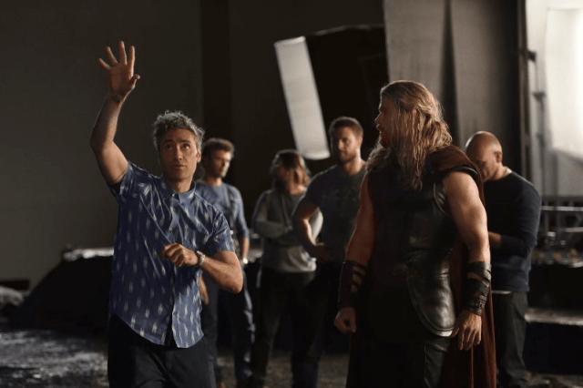 thor-ragnarok-on-set-w-director-taika-watiti-and-chris-hemsworth