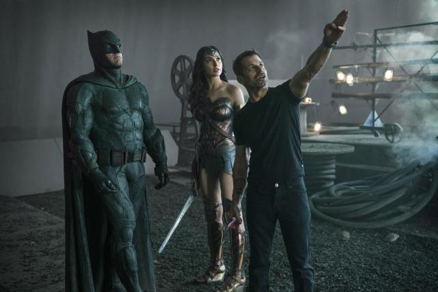 Zack Snyder con Ben Affleck y Gal Gadot en el set de Justice League