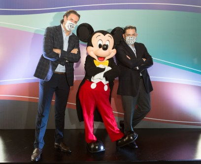 Carlos Marín y Luis Lomelí con Mickey Mouse_1