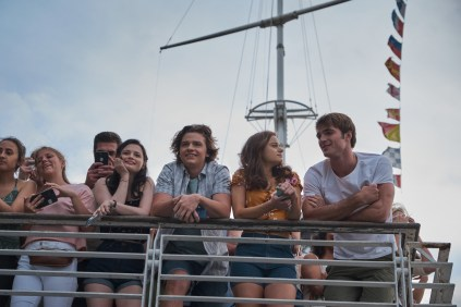 THE KISSING BOOTH 3 (2021) Meganne Young as Rachel, Joel Courtney as Lee, Joey King as Elle and Jacob Elordi as Noah. Cr: Marcos Cruz/NETFLIX
