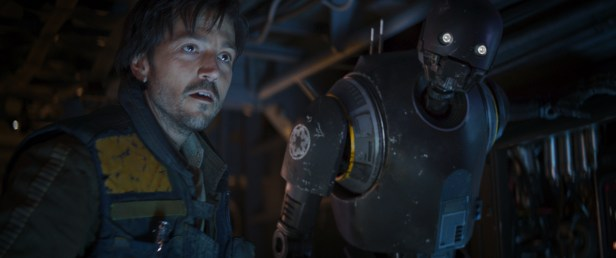 Rogue One: A Star Wars Story..L to R: Cassian Andor (Diego Luna) and K-2SO (Alan Tudyk) ..Ph: Film Frame ILM/Lucasfilm.© 2016 Lucasfilm Ltd. All Rights Reserved.
