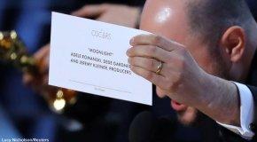 Με πρωτοφανές λάθος της Ακαδημίας το Moonlight επικρατεί του La La Land
