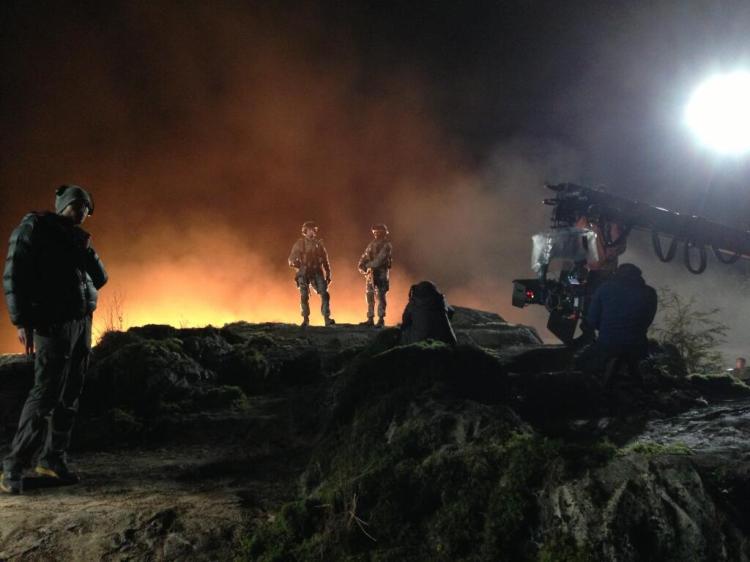 Godzilla 2014: Aaron Taylor-Johnson y Bryan Cranston en el ...