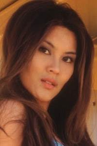 Shayna Lee