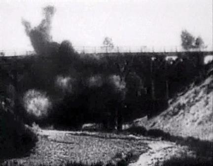 Puente dinamitado