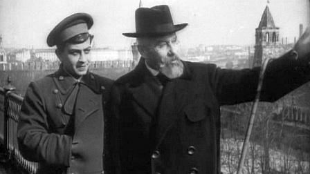 Mientras pasean por el Kremlin padre e hijo discuten la situación política.