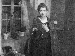 Imagen de la película Flores tardías. Olga Baklanova en el papel de Marusia