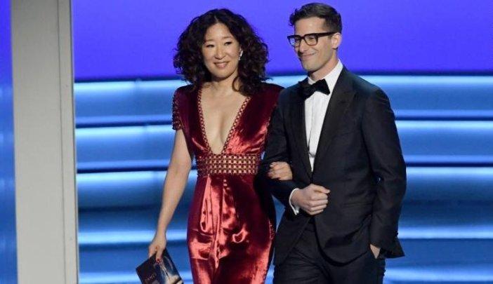 Globo De Ouro 2019 Andy Samberg E Sandra Oh Serão