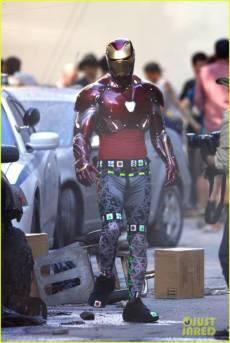 vingadores_guerrainfinita_iron-man-wears-his-armor-in-new-avengers-infinity-war-set-photos-01