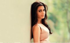 Kriti Kharbanda cute look