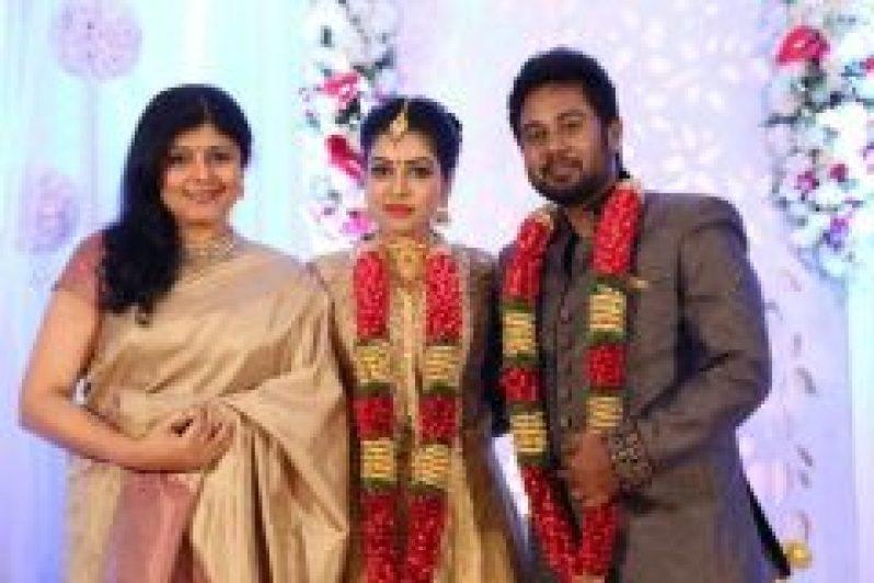 Bichagadu-Actress-Satna-Titus--Karthik-Wedding-Reception