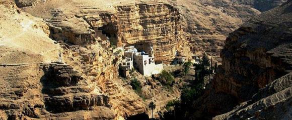 Monasterio en un acantilado