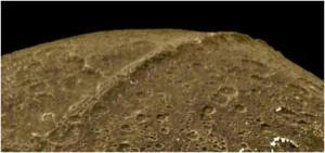 Iapetus de Saturno ensamblada