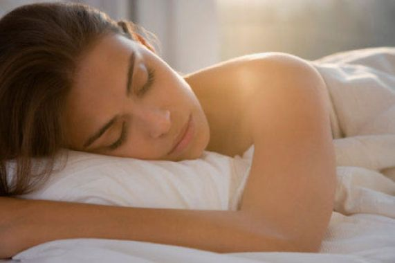 Beneficios de dormir desnudo