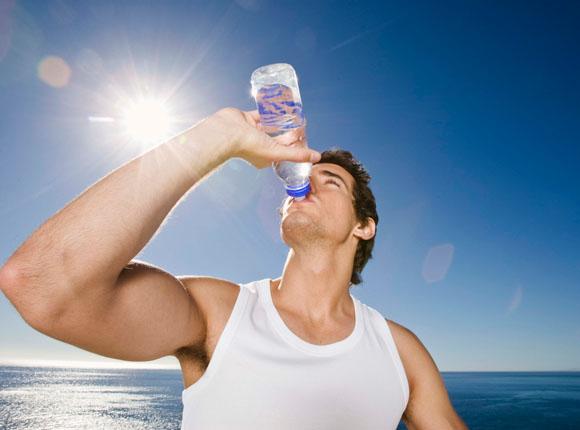 Beber agua pura para perder peso
