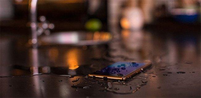 Reparar el celular mojado