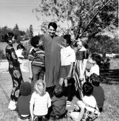 Jim Jones con miembros de su secta