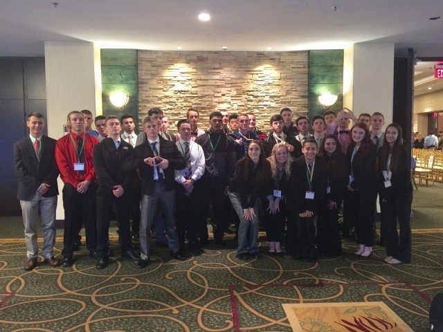10 DECA students advance