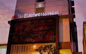 sewa motor dekat hotel edelweiss
