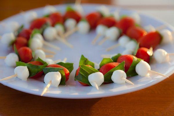 Receita: espetinho de salada caprese é uma ótima finger food