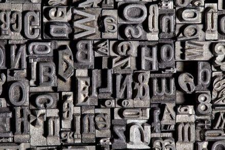 Letras antigas usadas em jornais. Foto: Inmagine.