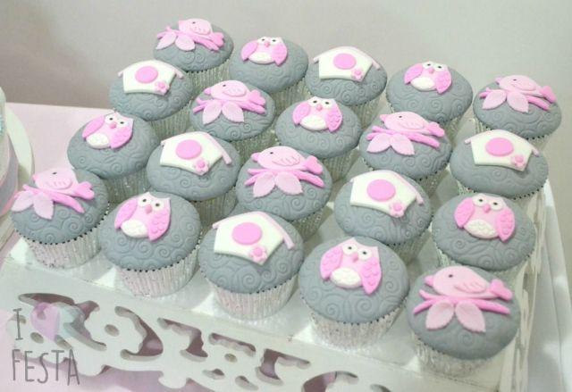 Docinhos de chá de bebê: cupcake com pasta americana. Créditos: I Love Festa.