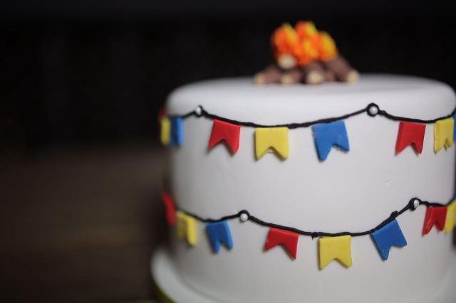 Bolos de mesversário do bebê da Lia Camargo, Fefê. Bolo de 10 meses, tema festa junina. Por Bolos da Cíntia.