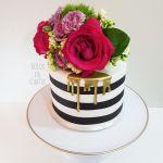 Bolo floral para o aniversário da Lia Camargo por Cíntia Costa, do Bolos da Cíntia.