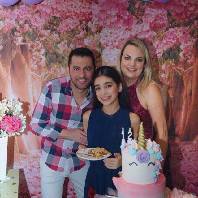 Bolo Unicórnio de 2 Andares para festa da menina Gigi Rodrigues, filha da blogueira Manu, do Dicas de Diva. Bolo: Bolos da Cíntia.