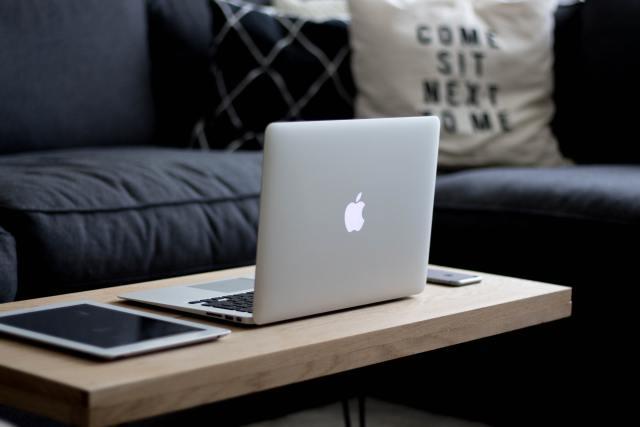 Home office: dicas para fazer trabalho remoto de casa de maneira produtiva.