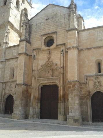 Iglesia de Torrelaguna. vista de la fachada oeste.