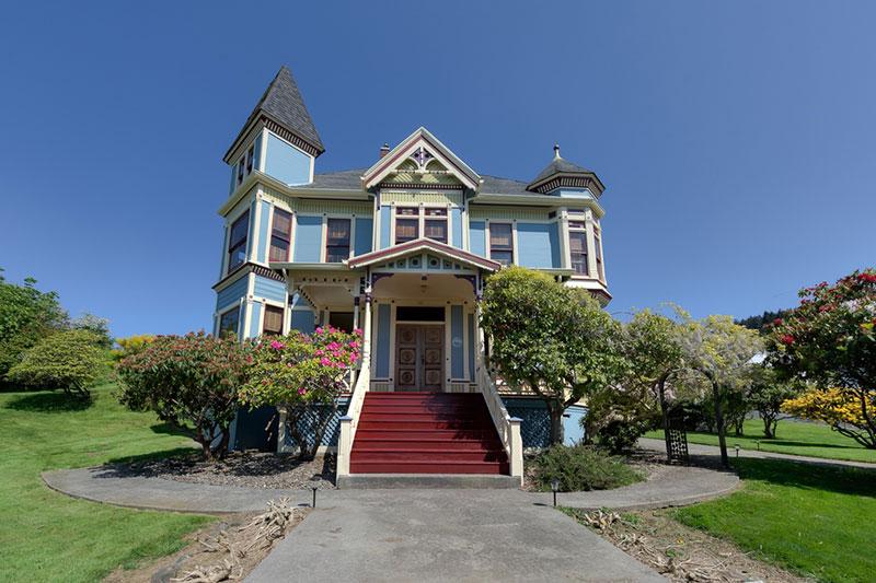 1890 Queen Anne Victorian In Astoria Oregon