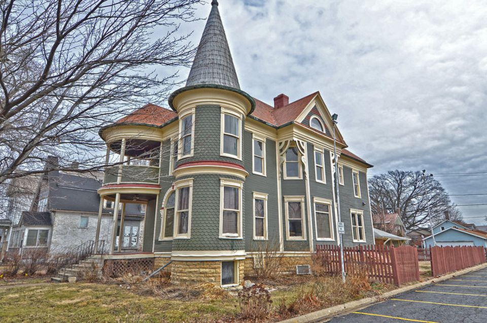 1893 Victorian Fixer-Upper In Streator Illinois