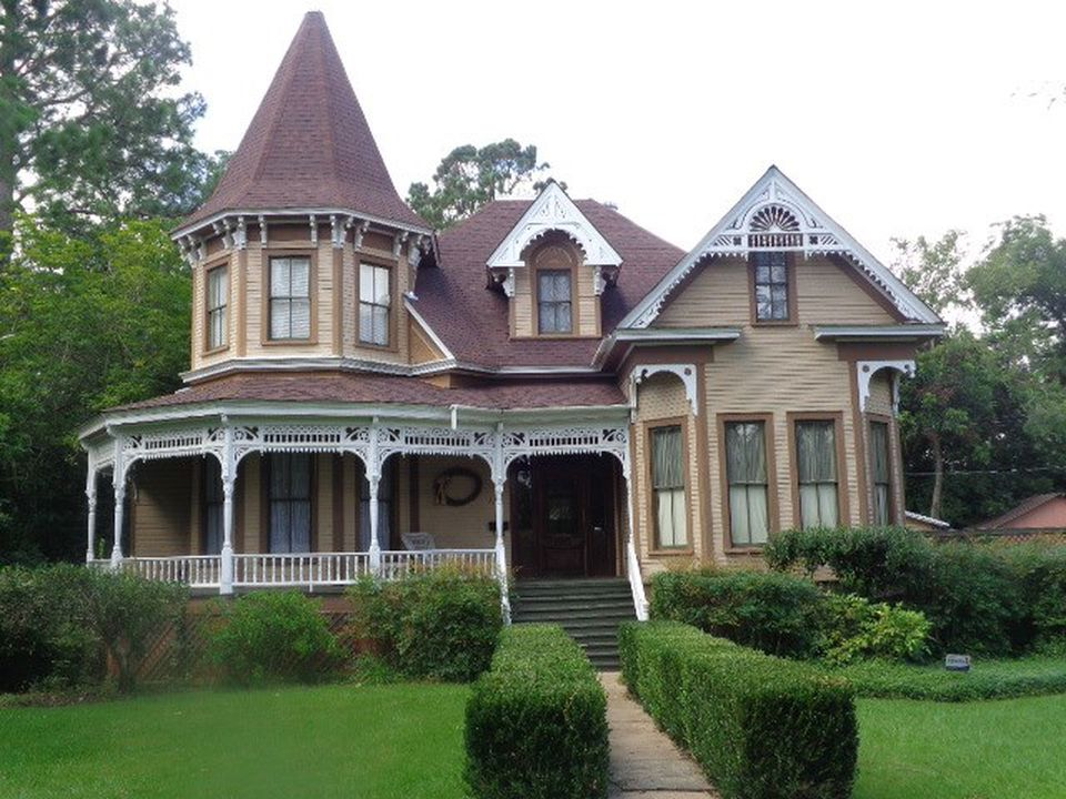 1886 Queen Anne Victorian In Crystal Springs Mississippi