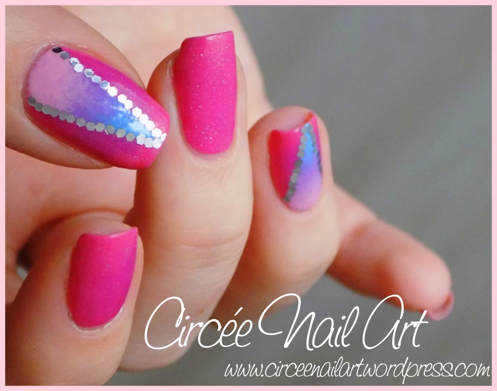 Nail art triangle galactique (2/6)