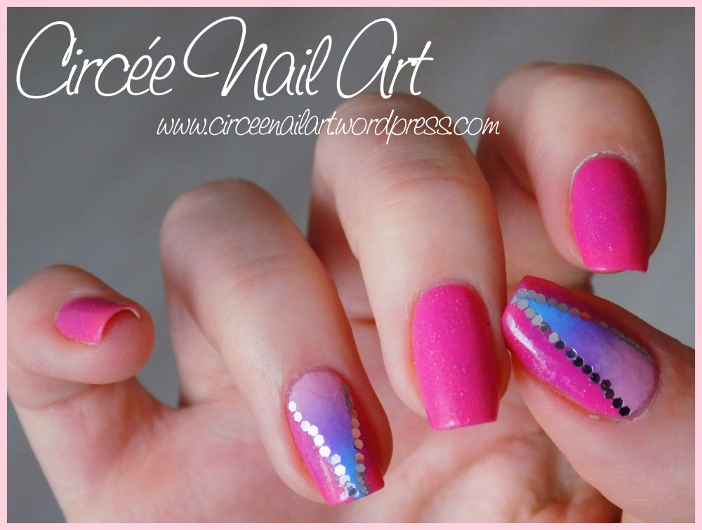 Nail art triangle galactique (1/6)